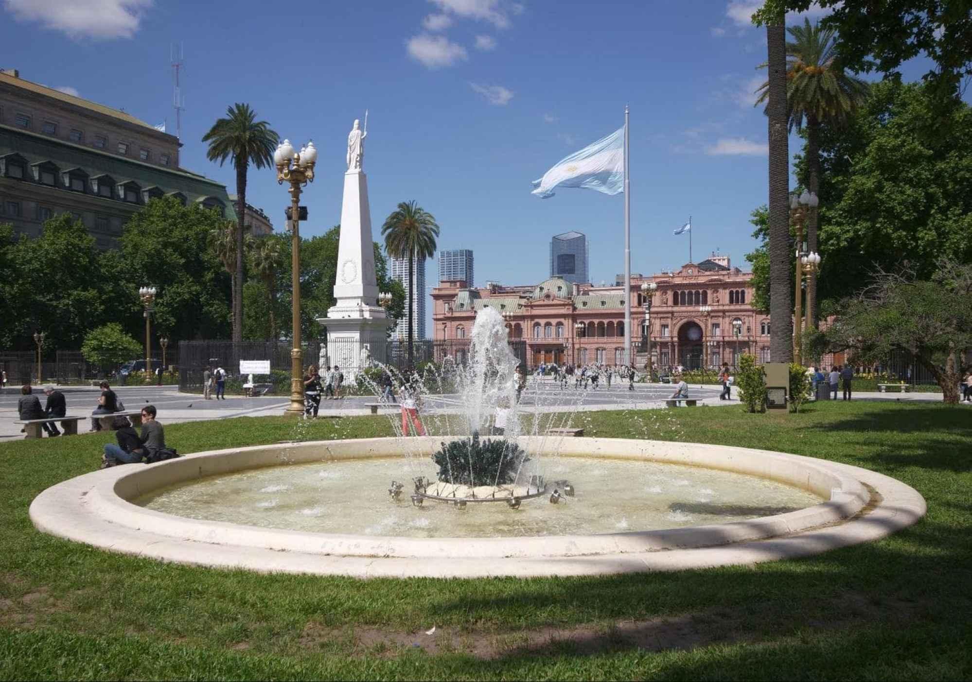 Feel the history at Plaza de Mayo