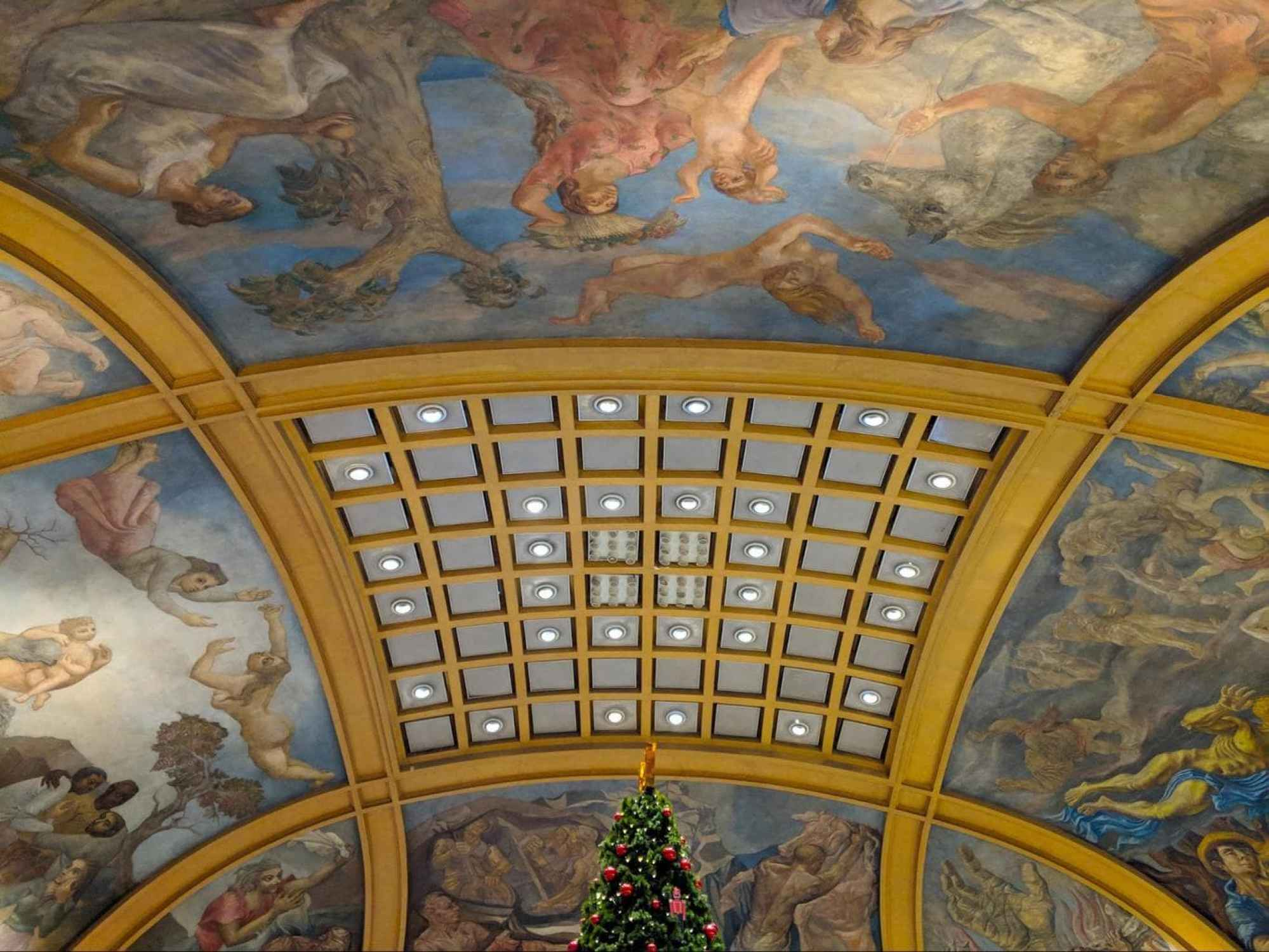 Galerias Pacifico ceiling