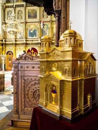 Inside St. Luke's Church 02