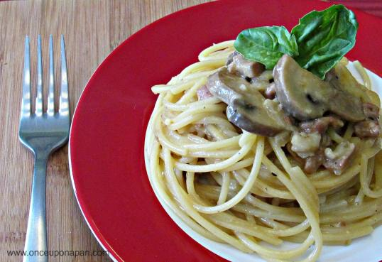 Spaghetti alla Carbonara with mushrooms