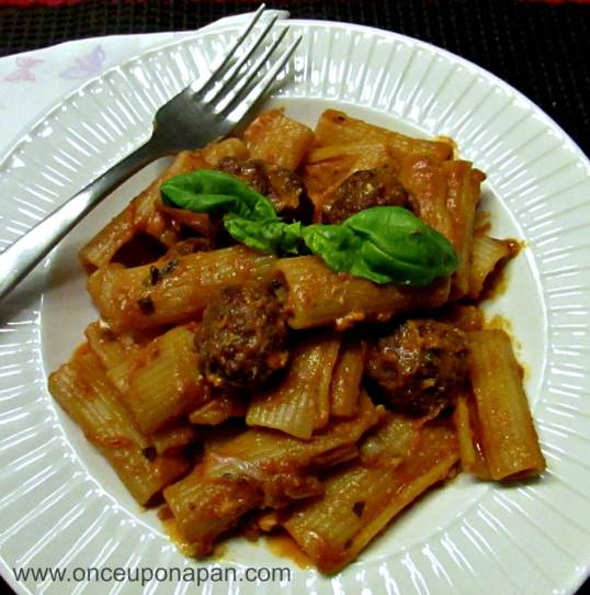 Rigatoni with meatballs and tomato sauce