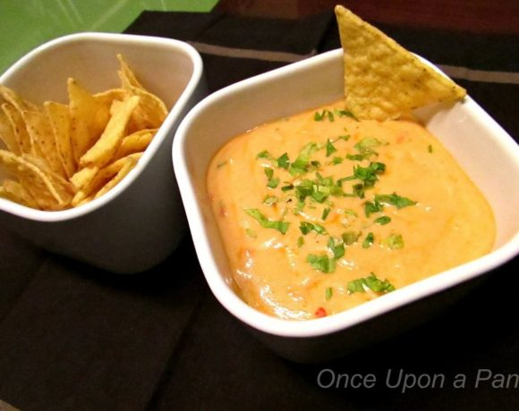 Chile con queso (cheese dip)