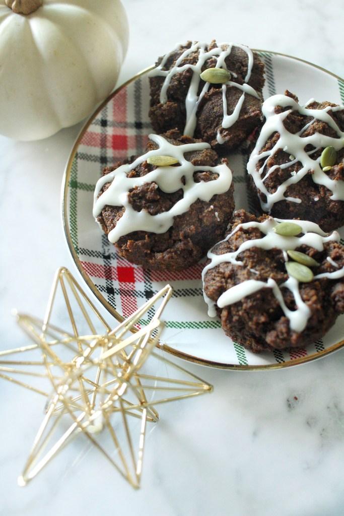 paleo friendly pumpkin gingerbread muffins