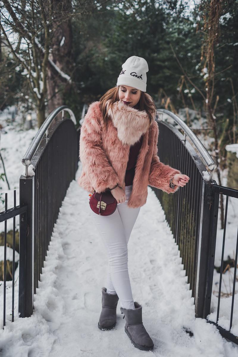 Pink Faux Fur, Salar Bag, Burgundy sweater, Snow Outfit - Vestirsi nella neve, pelliccia rosa