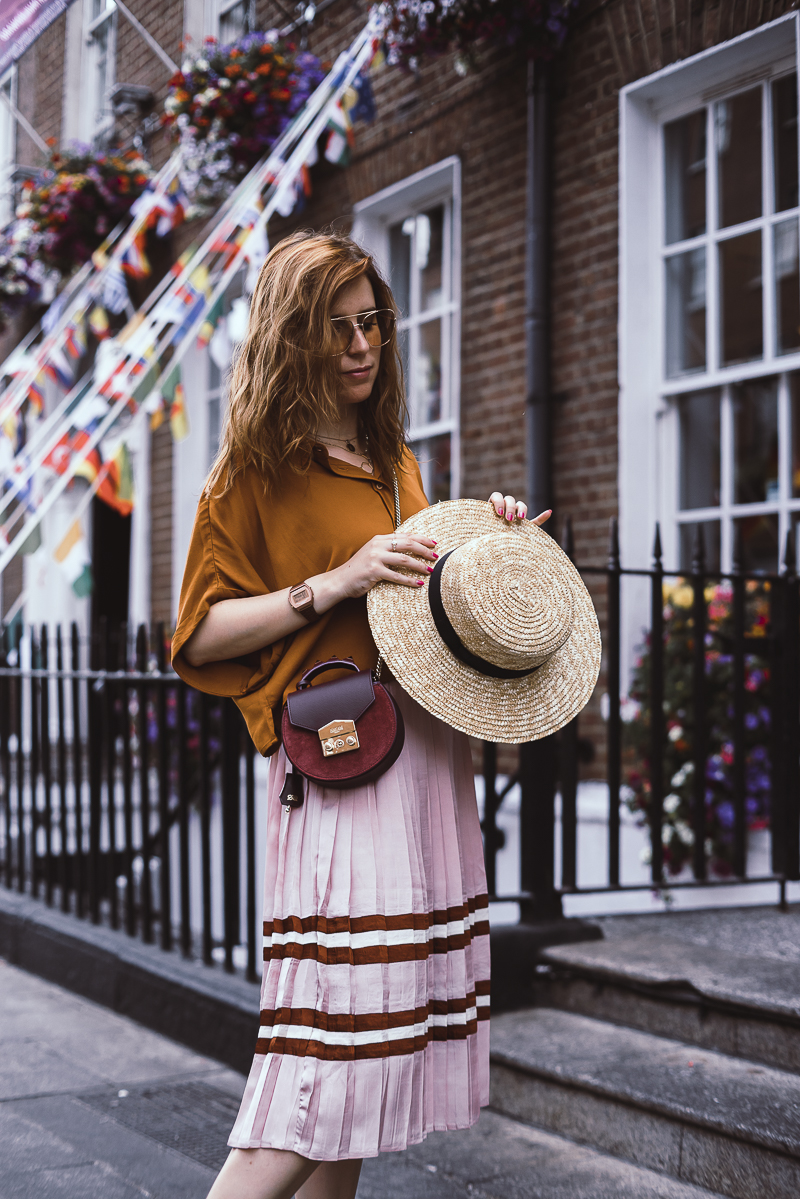 Straw hat high waist pleated skirt and crop top - gonna a vita alta a pieghe e giacchetto di jeans