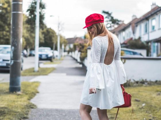 Vestito bianco di pizzo con accessori rossi e collana oNecklace, Shopbop, Endless Rose | White lace dress with red accessories