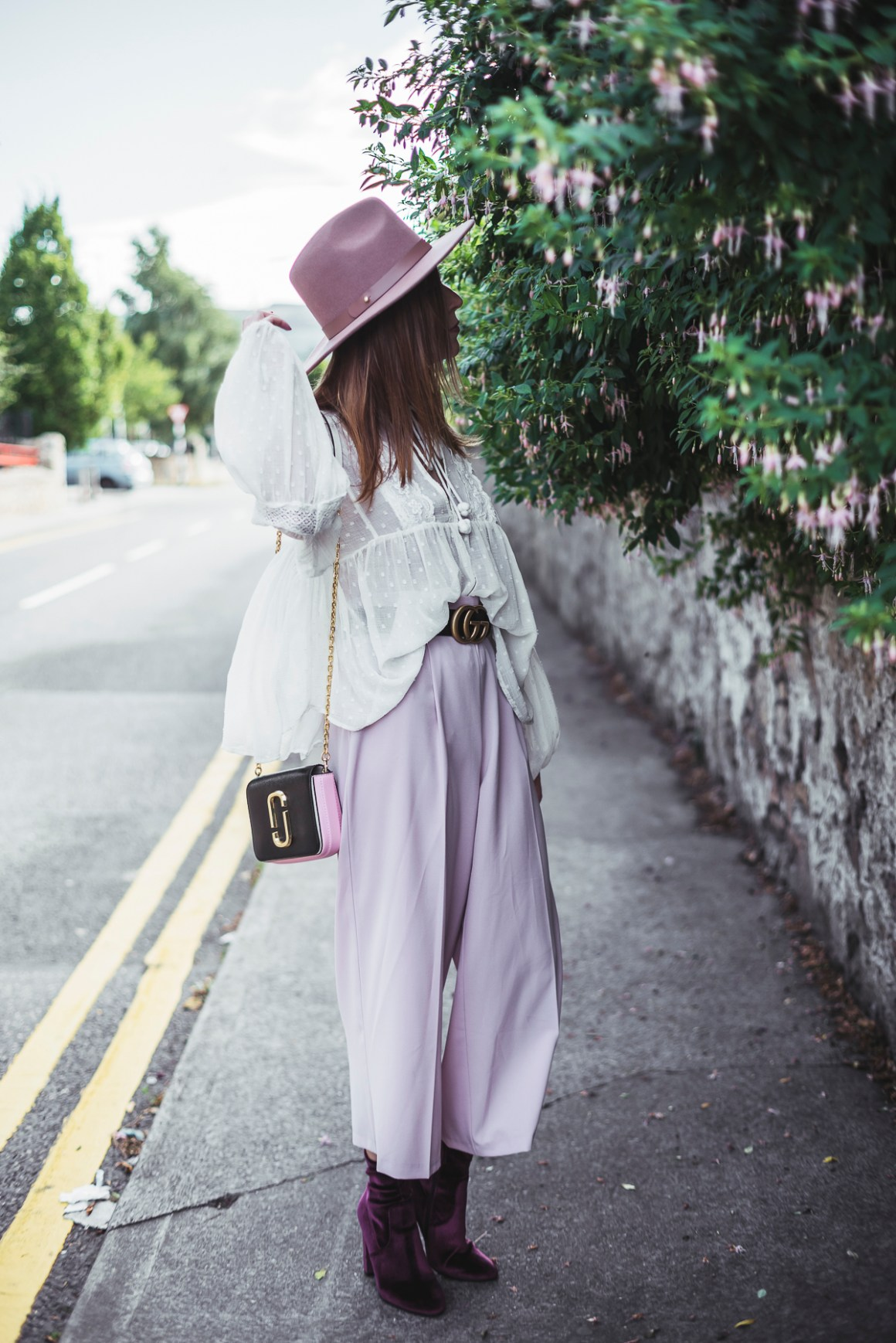 wide pants e una camicia in pizzo - wide pants and lace shirt wide brimmed hat