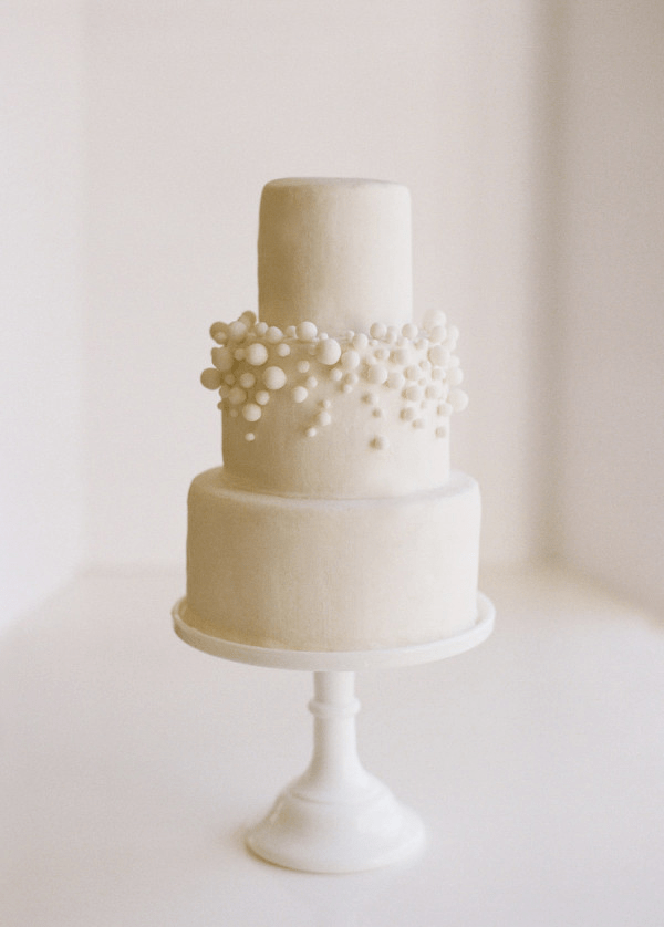 DIY  10 White Fondant Bubbly Wedding Cake   Once Wed diy simple wedding cakes