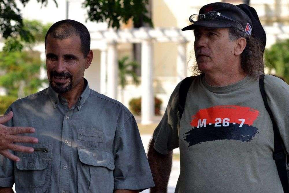 A la derecha, Fidel Díaz Castro