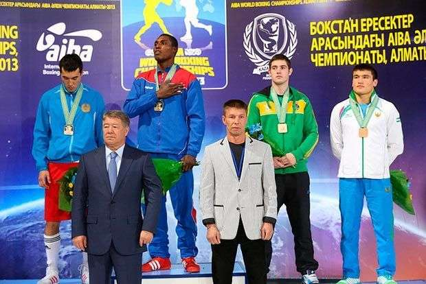 Julio César la Cruz (81kg). Retuvo su título universal de Bakú 2011