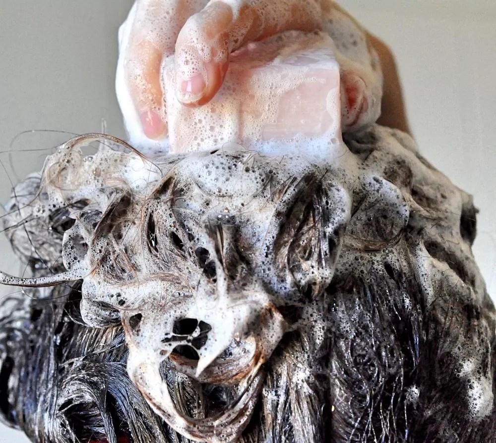 Capelli con applicazione shampoo Only One