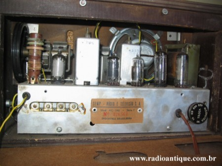 Parte interna do Semp AC 242 (Foto: site Radio Antique)