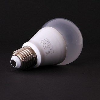 Lâmpada LED com fundo escuro