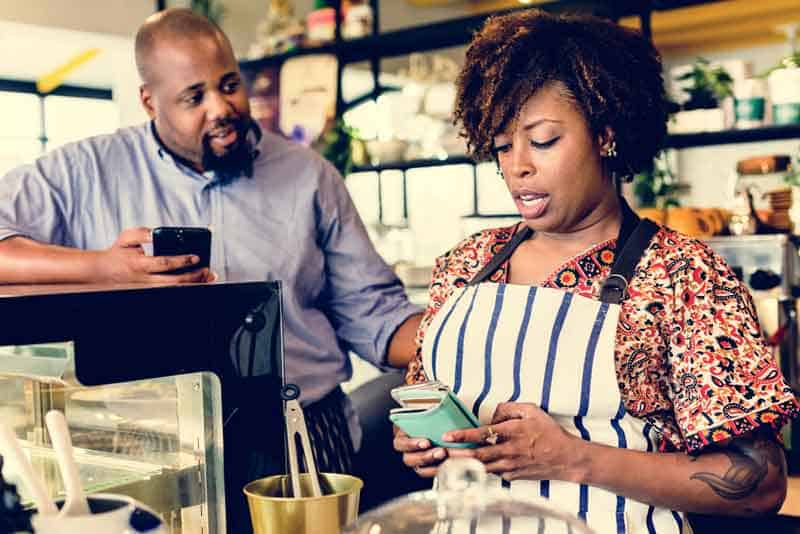 small-business-owners-use-social-media