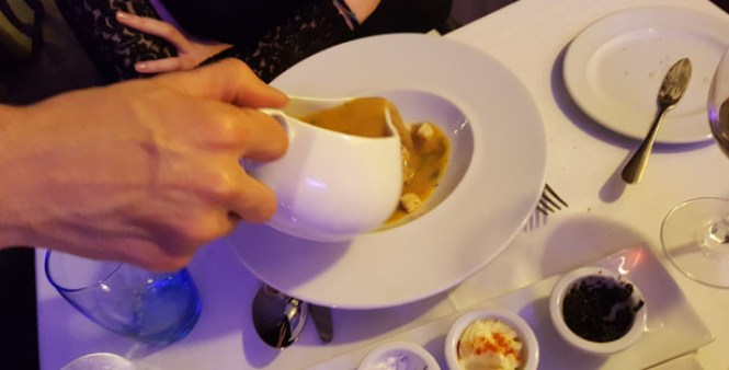 aura restaurante sofisticado comida de chef terreiro do paço lisboa sopa peixe