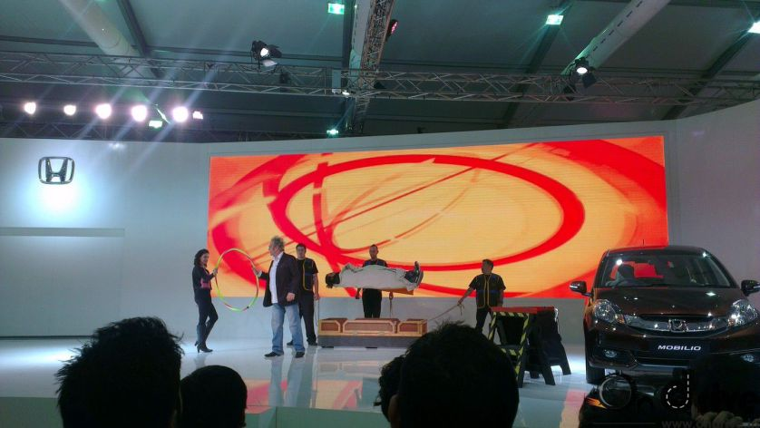 Magic Show at Auto Expo 2014