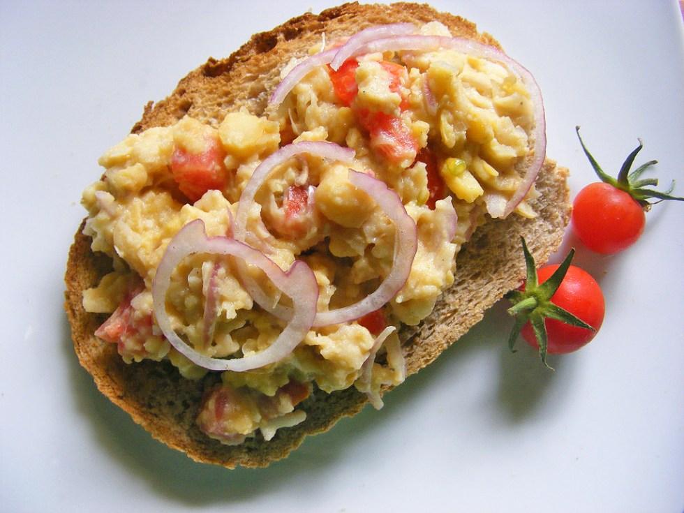 vegan-chickpea-scramble