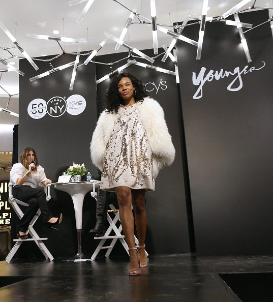 oneblowdrybar blow dry pro on location blowout hair styling for this runway fashion show