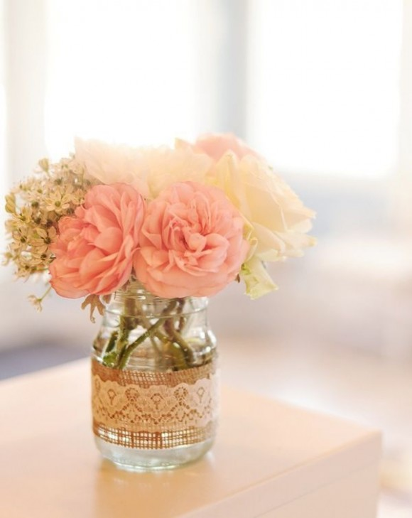lace-burlap-centerpiece