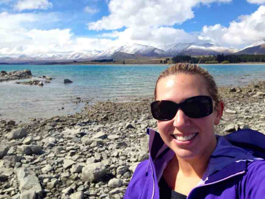 Lake Tekapo's stunning water and mountain backdrop...this are is a must-visit if you're in the South Island. Make sure not to miss Mt. Cook/Aoraki nearby and stargazing in the Dark Sky Reserve. #newzealand