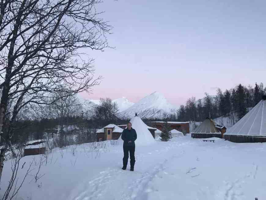 Tips for what to pack for Iceland, Norway, Sweden, or other Arctic Circle areas in the winter. Choosing the best fabrics and clothing for winter travel. Everything you need to know about winter in the Arctic. Best winter coat, boots, thermals, & more!