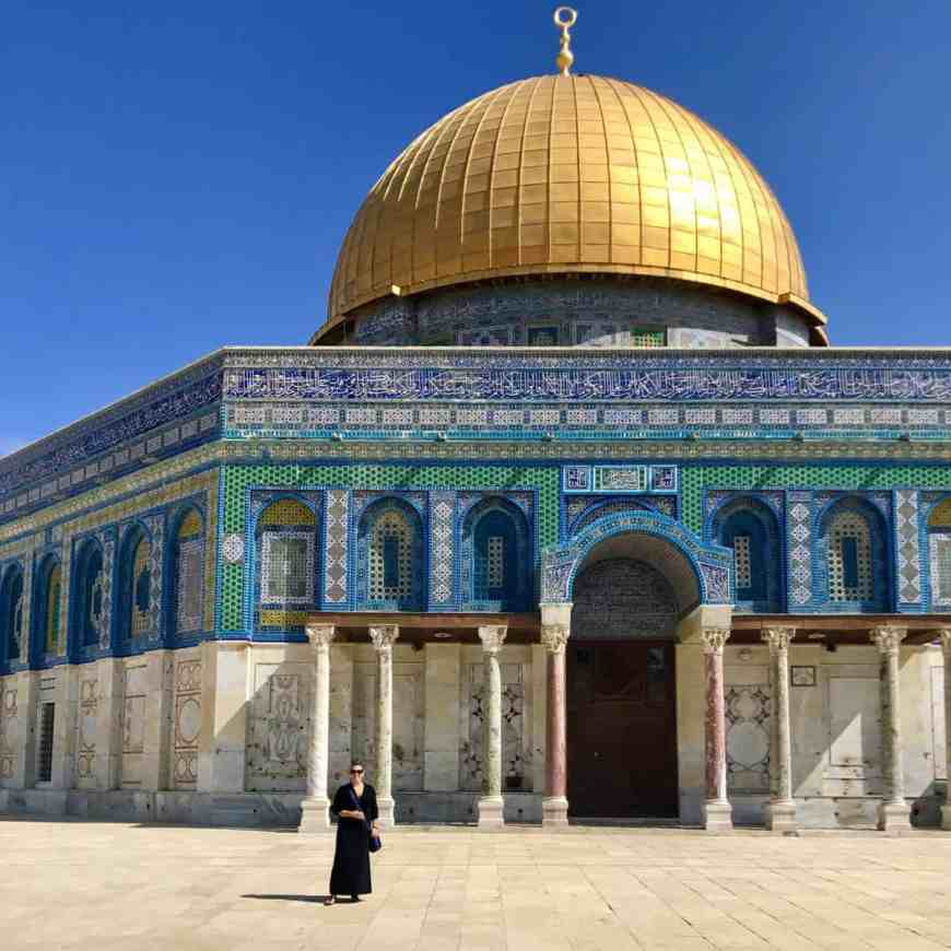 Tips for visiting the Temple Mount, Dome of the Rock, & Western Wall in Jerusalem   Tips for what to wear, when to go, what to bring, & how not to get in trouble   Jerusalem trip planning & itinerary ideas, what to do in Israel, and tips for visiting Jerusalem's Old City #templemount #jerusalem #israel