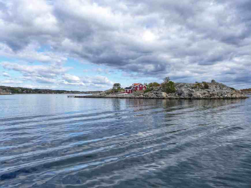 When figuring out what to do in Gothenburg you can go with the expected, or do what we did and rent a sailboat on Airbnb. Three perfect days of sailing around the Gothenburg archipelago and we can safely say we made the right choice! All about our amazing trip and how to plan your trip to Sweden! #sailing #airbnb #sweden