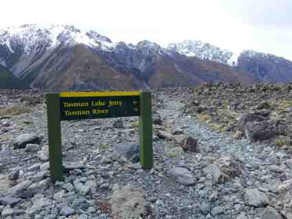 Hiking up to Lake Tasman for our glacier lake boat tour, a must in New Zealand, tips for visiting Tasman Lake on the South Island, New Zealand itinerary advice & trip planning, what to do near Lake Tekapo or Mt. Cook in New Zealand #newzealand #glacier
