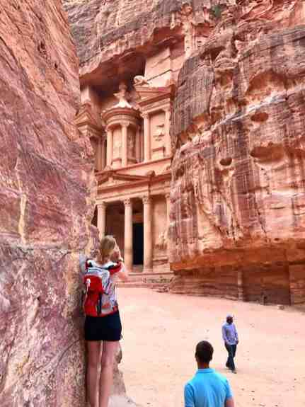 How to get the best photos in Petra, the iconic Treasury | The ultimate first-timer's guide to Petra | how to plan a self-guided visit to Petra, how to visit Petra, what to do in Jordan, Petra travel guide, travel tips for Petra, where to stay in Wadi Musa #petra #jordan #bucketlist