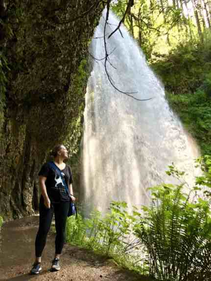 Middle North Falls | Oregon's Trail of Ten Falls doesn't get as much attention as Multomnah, but it's totally stunning and offers 10 waterfalls, a moderately easy hike, and is easy driving distance from Portland | why you should hike the Trail of 10 Falls in Silver Falls State Park #oregon #waterfalls #trailoftenfalls