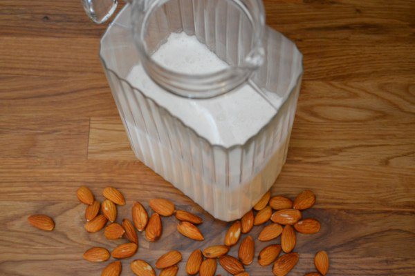 Guide: How to Make Almond Milk