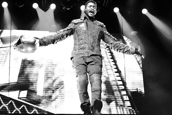 Usher Adopts a Vegan Diet and Urges Justin Bieber to Do The Same