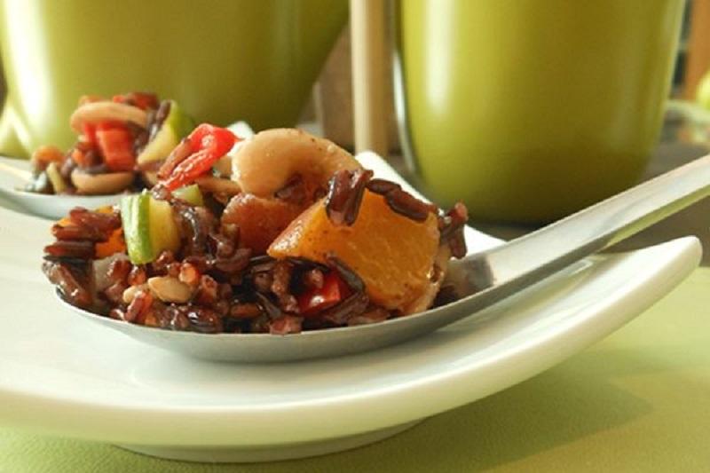 800 Bangkok-Black-Rice-Salad-with-Fresh-Peach