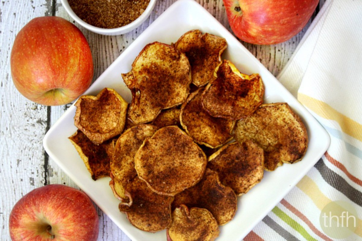 Cinnamon-Vanilla-Apple-Chips-Vegan-1200x798