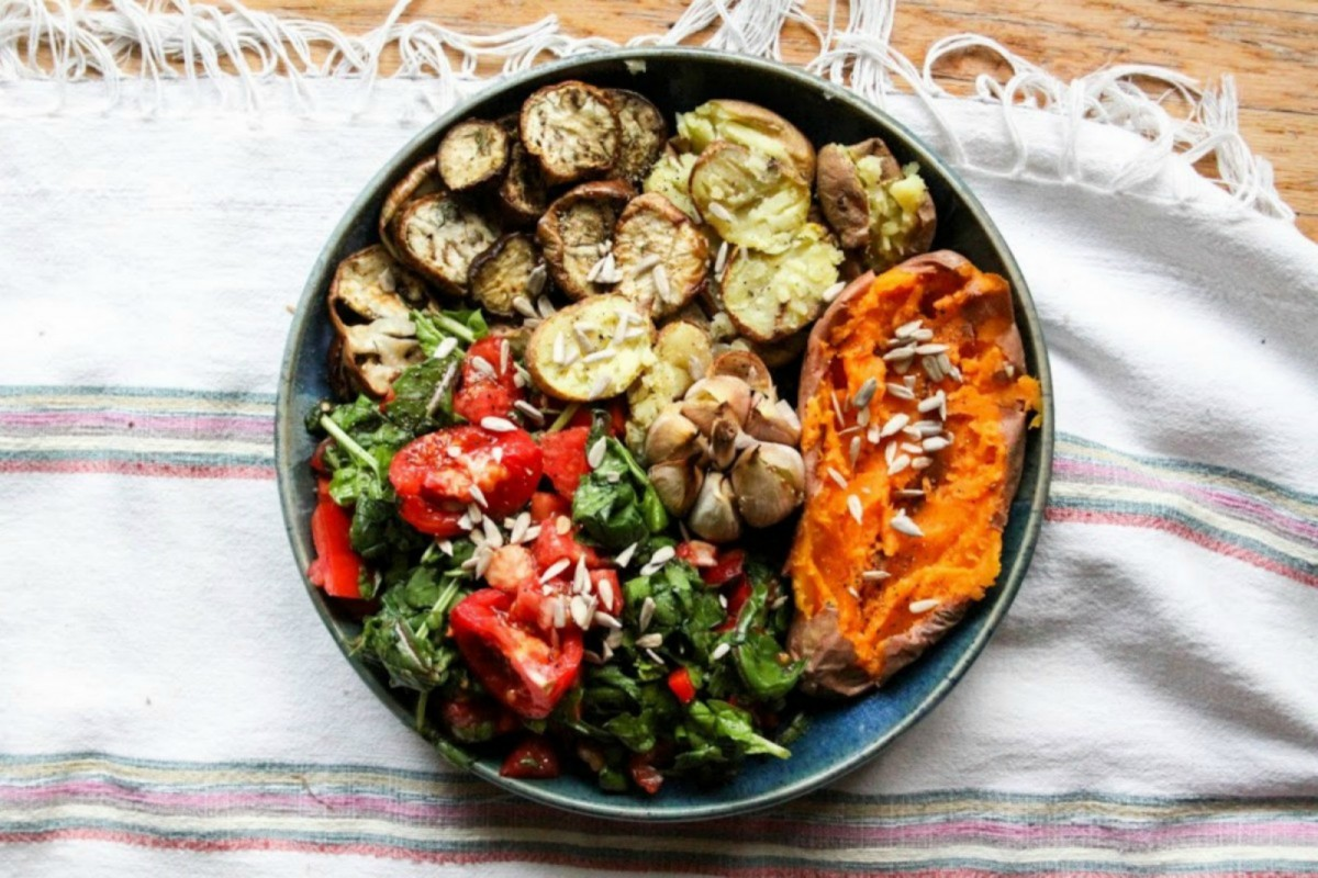 Roasted-Veggies-With-Buttery-Garlic-and-Spinach-Salad--1200x800