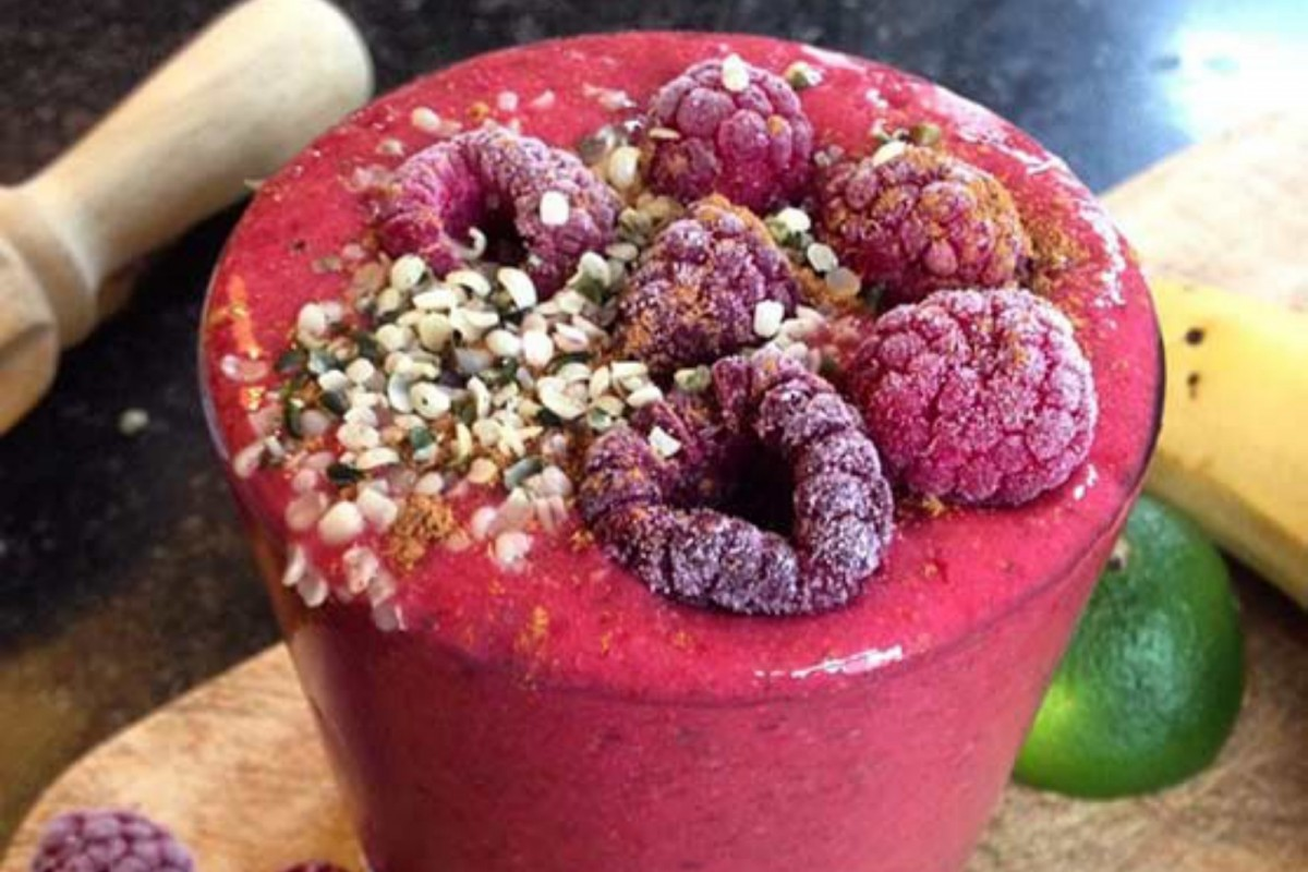Superfood-Raspberry-Smoothie-Vegan-1200x800