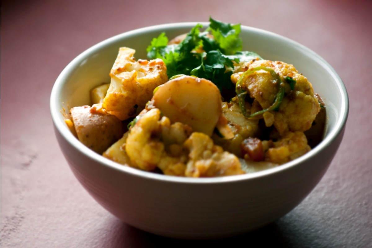 Chile-Garlic-Potatoes-and-Cauliflower-with-Turmeric-Vegan-1200x800 (1)
