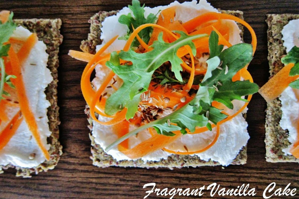Raw Carrot Flatbreads With Coconut 'Chèvre' [Vegan, Raw, Gluten-Free]