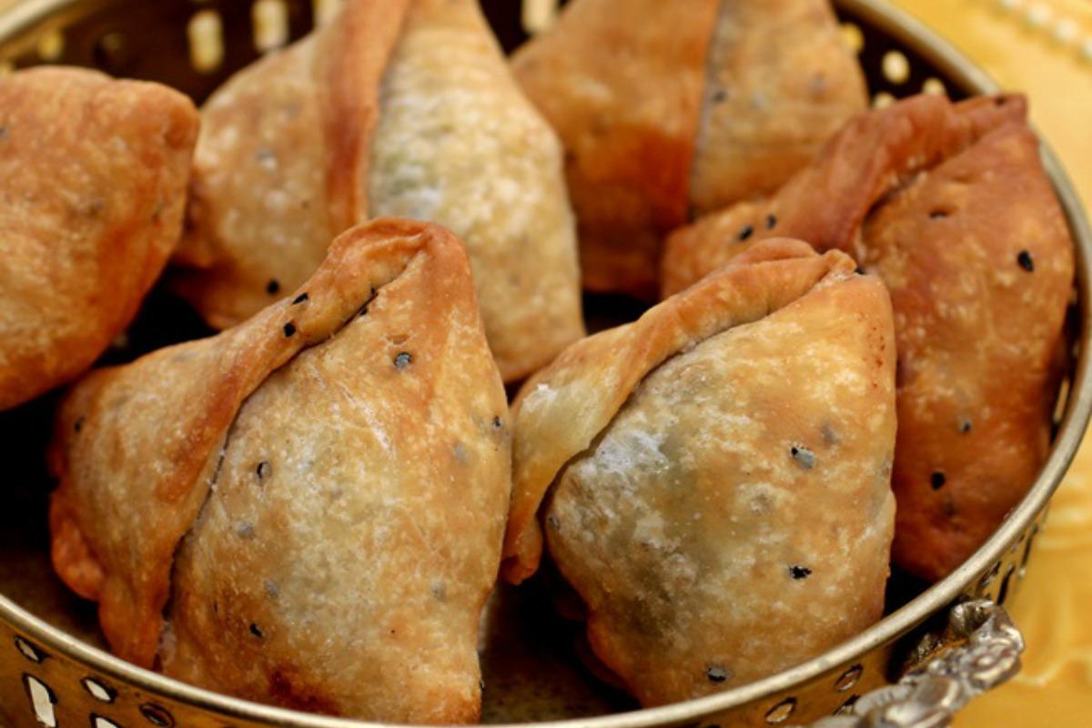 Phulkopir Shingara (Bengali Samosa) [Vegan]