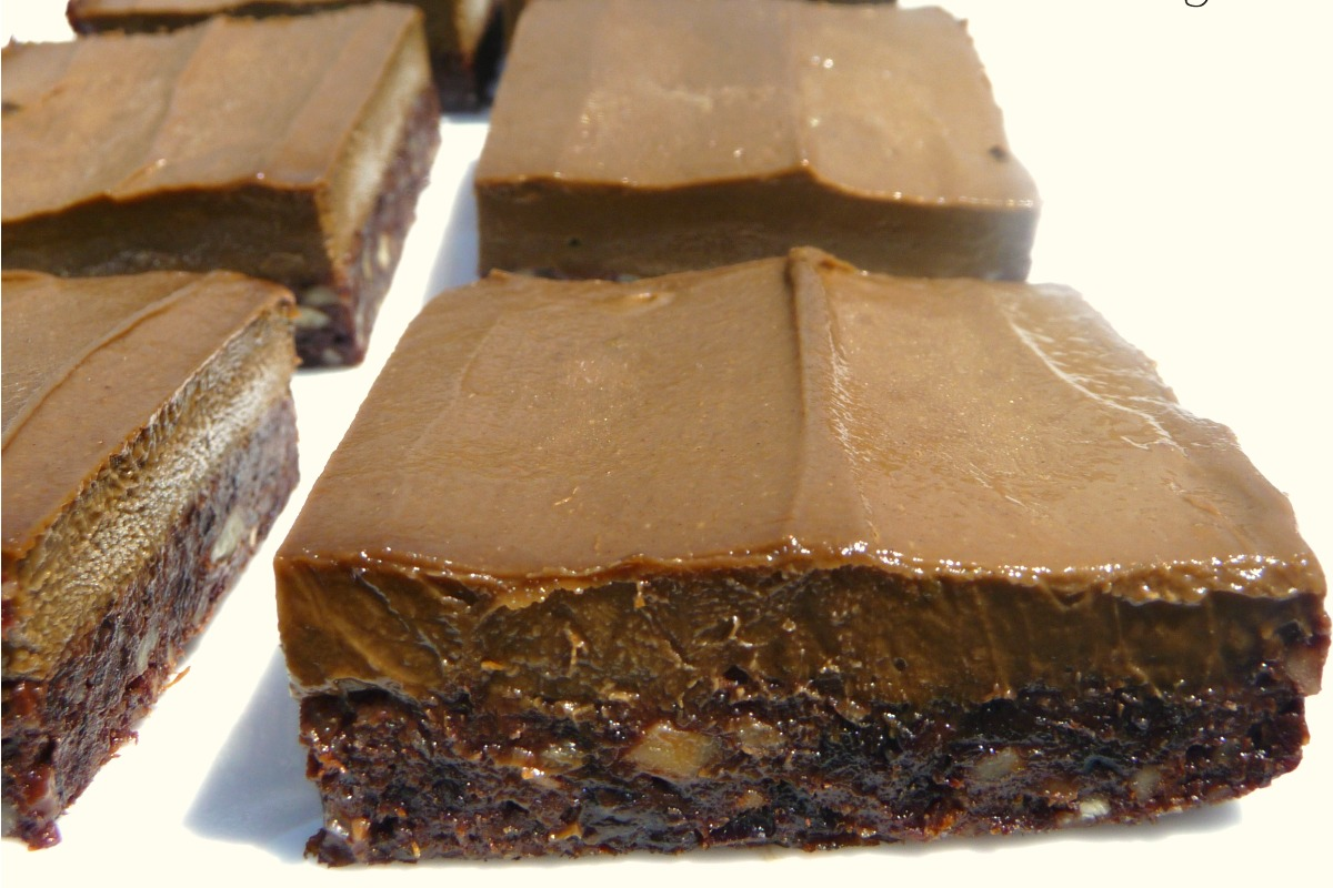 Brownies With Creamy Chocolate Frosting [Vegan, Raw, Gluten-Free]