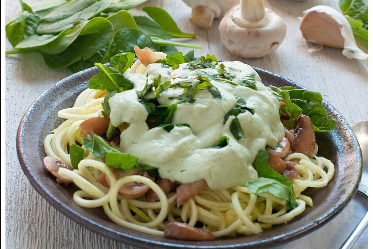 Raw-Creamy-Spinach-Mushroom-Pasta (1)
