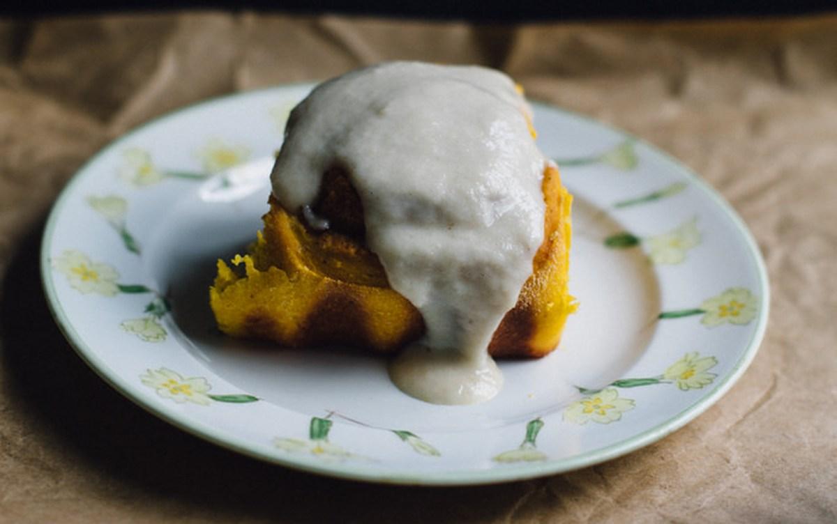 Overnight Pumpkin Cinnamon Rolls with Vanilla Cashew Frosting [Vegan]