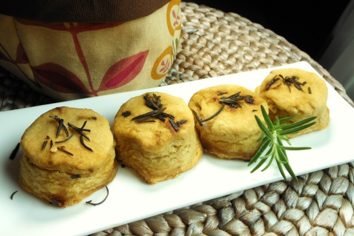 Flaky-Vegan-White-Bean-Biscuits-with-Rosemary-Butter