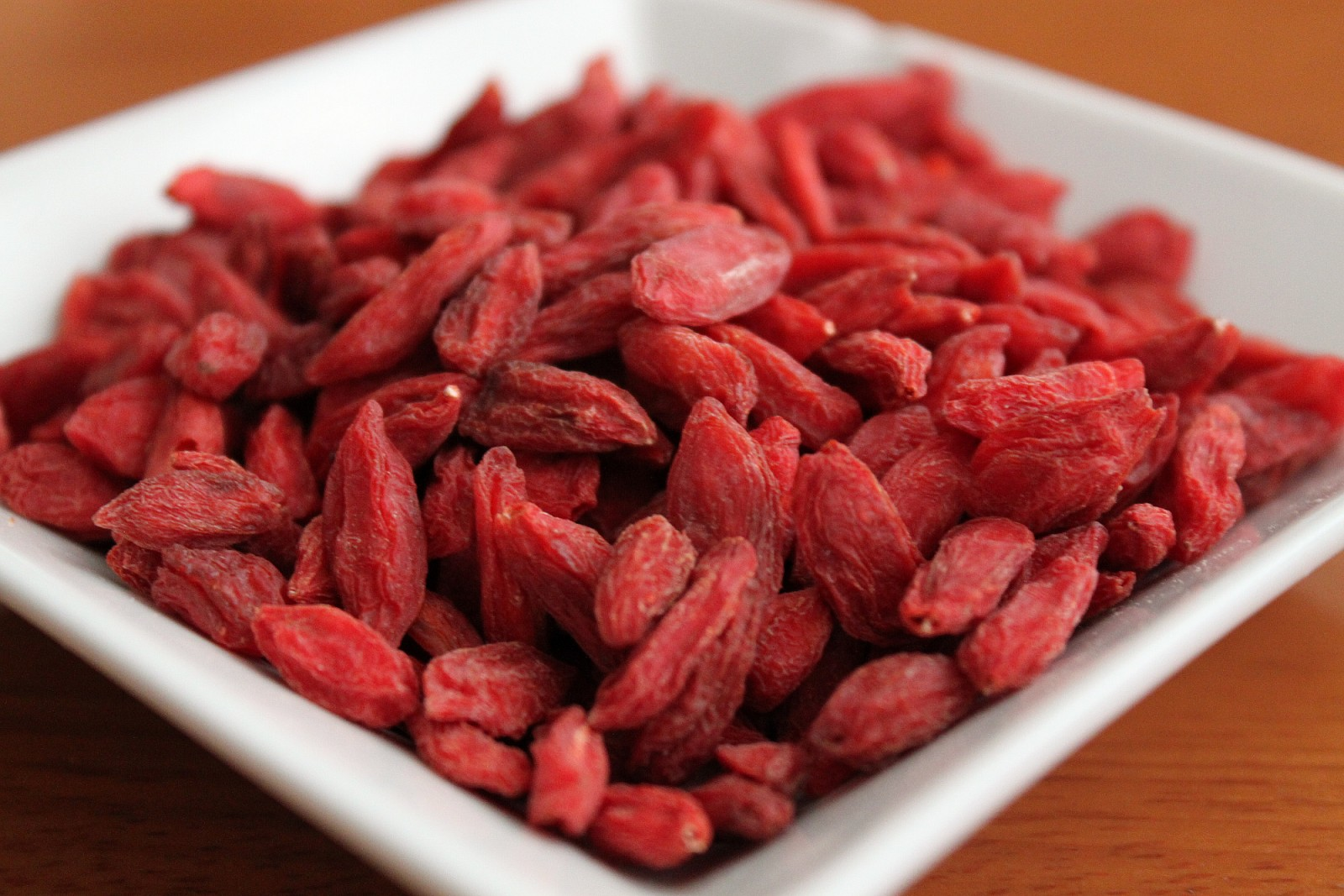 What do goji berries look like 12