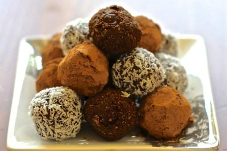 Raw Chocolate Energy Bites [Vegan, Raw, Gluten-Free]