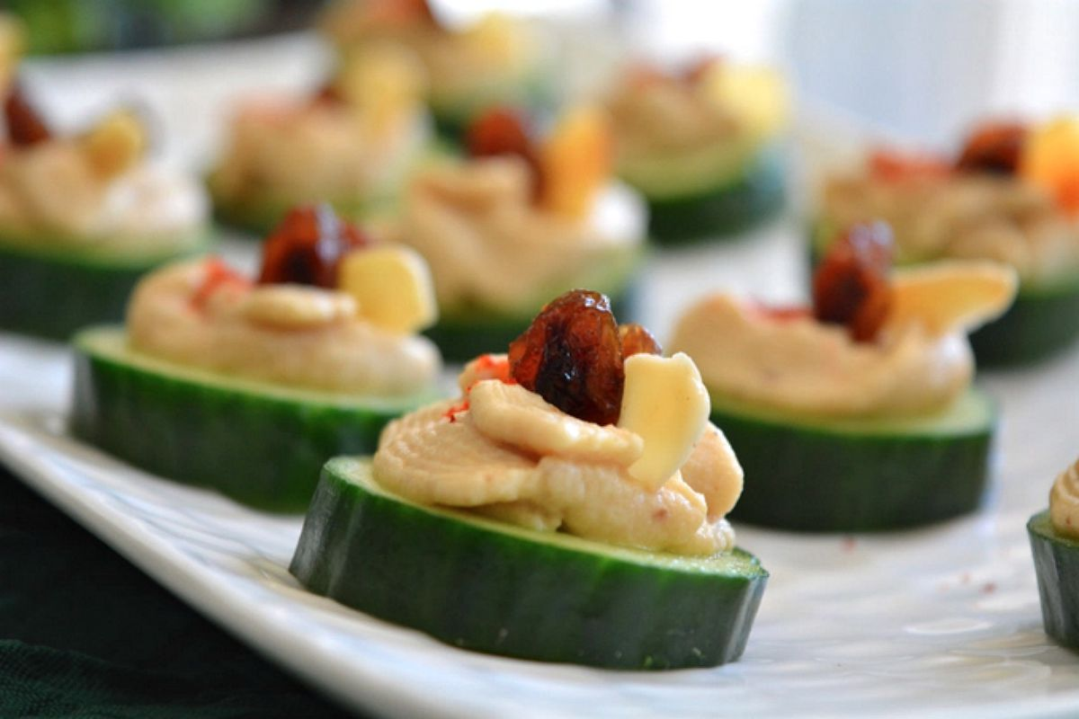Cucumber hummus canap vegan gluten free one green for Gluten free canape