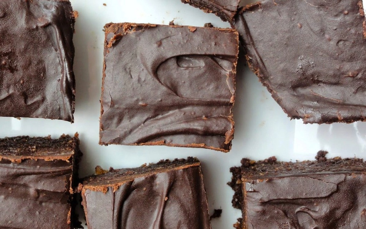 Vegan Raw Chili Chocolate Brownies With Fudge Glaze