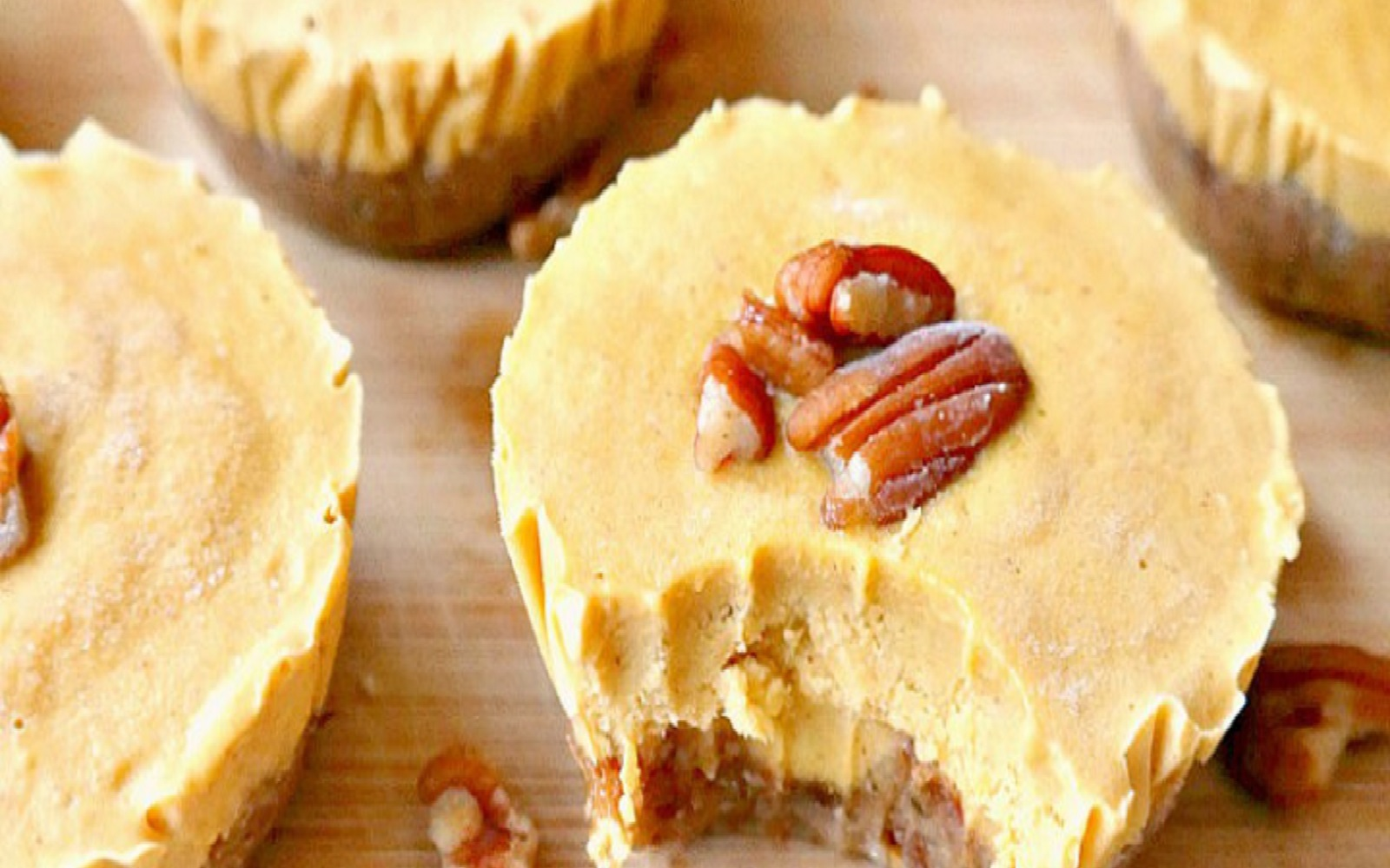 Mini Pumpkin Pie Cheesecake