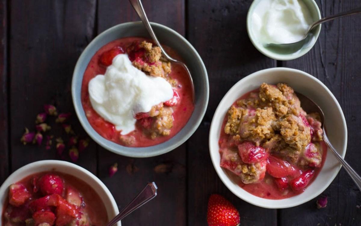 Vegan Strawberry Shortcake Crisp