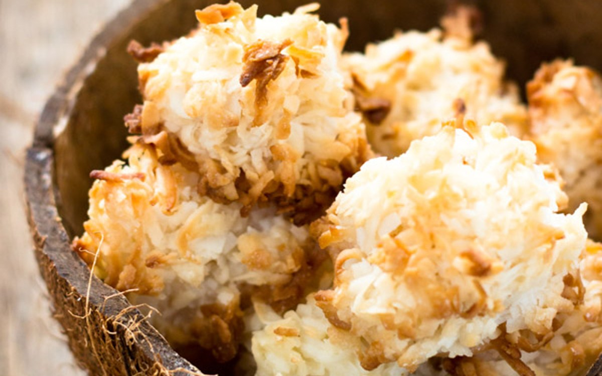 Vegan Simple Coconut Macaroons